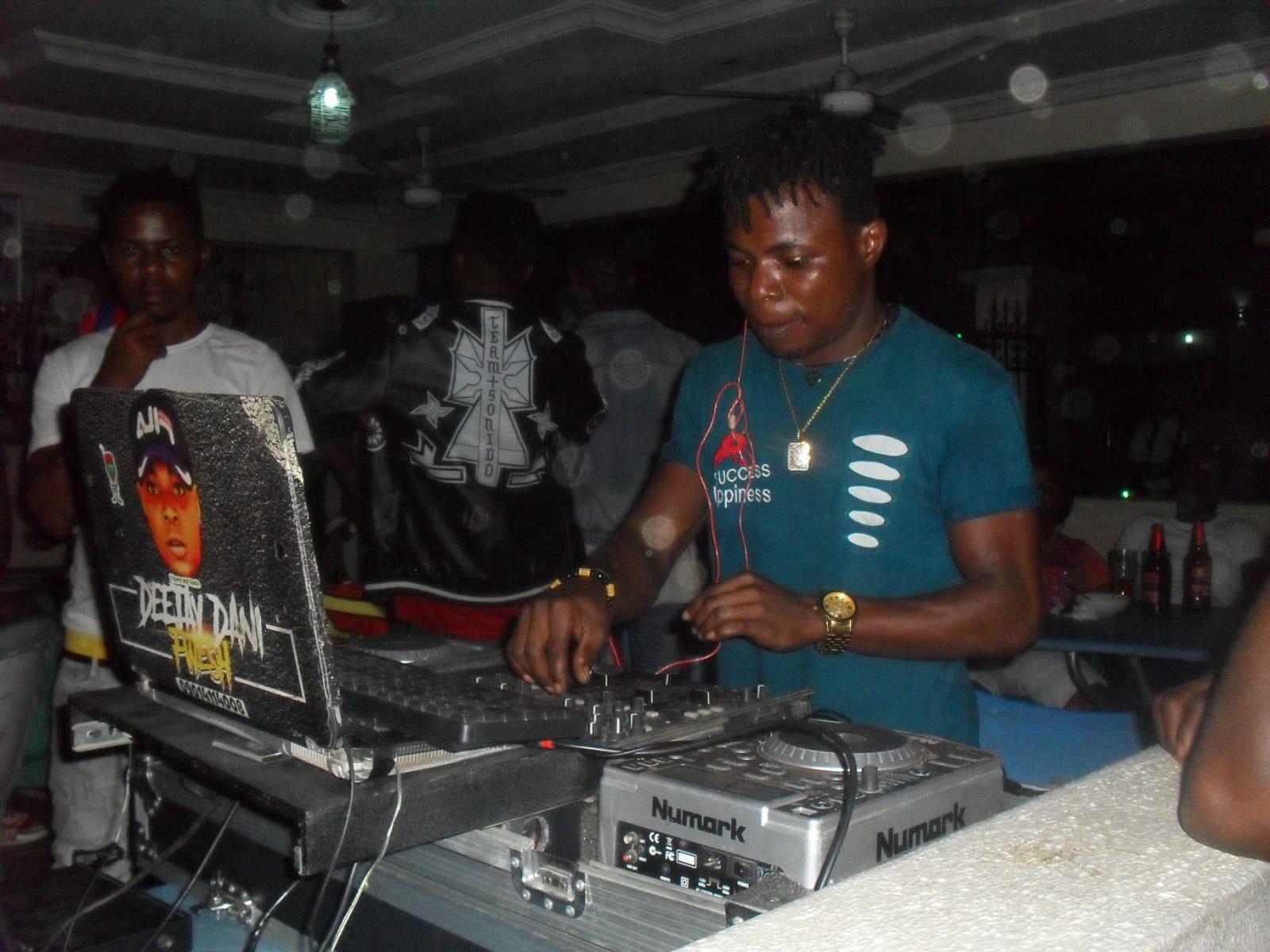 Dj Fani fwesh On the turntable